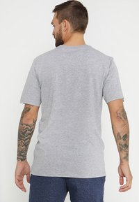 Burton - CLASSIC MOUNTAIN HIGH - T-shirts med print - gray heather - 2