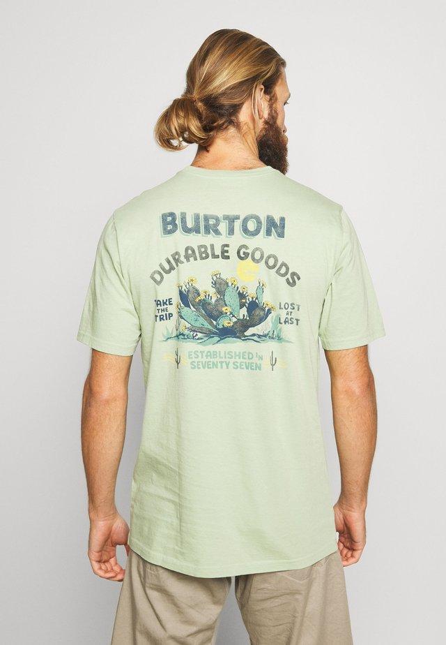 MENS BOWDAT SHORT SLEEVE - T-shirt med print - sage green