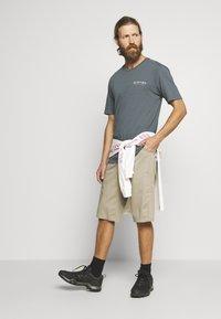 Burton - MEN'S INKWOOD SHORT SLEEVE - T-shirts med print - dark slate - 1