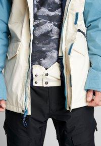 Burton - COVERT - Snowboard jacket - off-white - 5