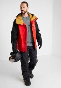 Burton - GORE DOPPLER - Snowboard jacket - red - 1
