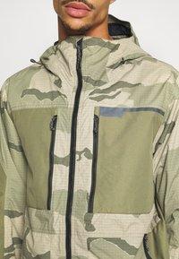 Burton - FROSTNER - Snowboardová bunda - barren/keef - 5