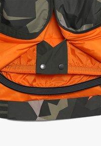 Burton - GAME DAY  - Snowboardová bunda - dark green - 3