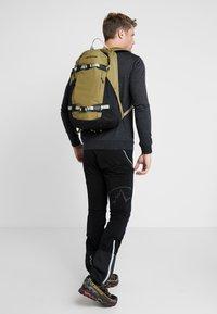 Burton - DAYHIKER 25L              - Backpack - olive - 1
