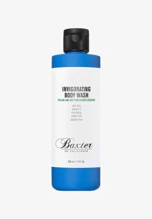 INVIGORATING BODY WASH 236ML - Shower gel - blue italian lime and pomegranate