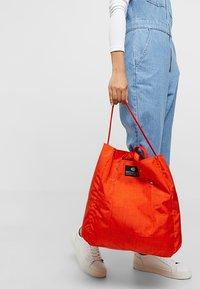 Bag N Noun - TOOL BAG - Shoppingväska - red - 5