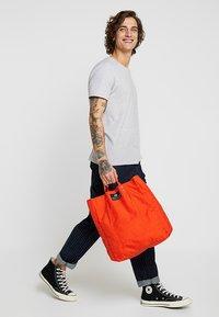 Bag N Noun - TOOL BAG - Shoppingväska - red - 1