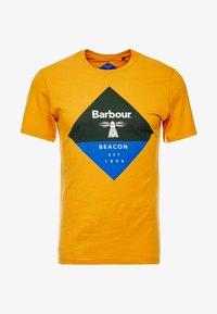 Barbour Beacon - DIAMOND TEE - T-shirt con stampa - golden oak - 3