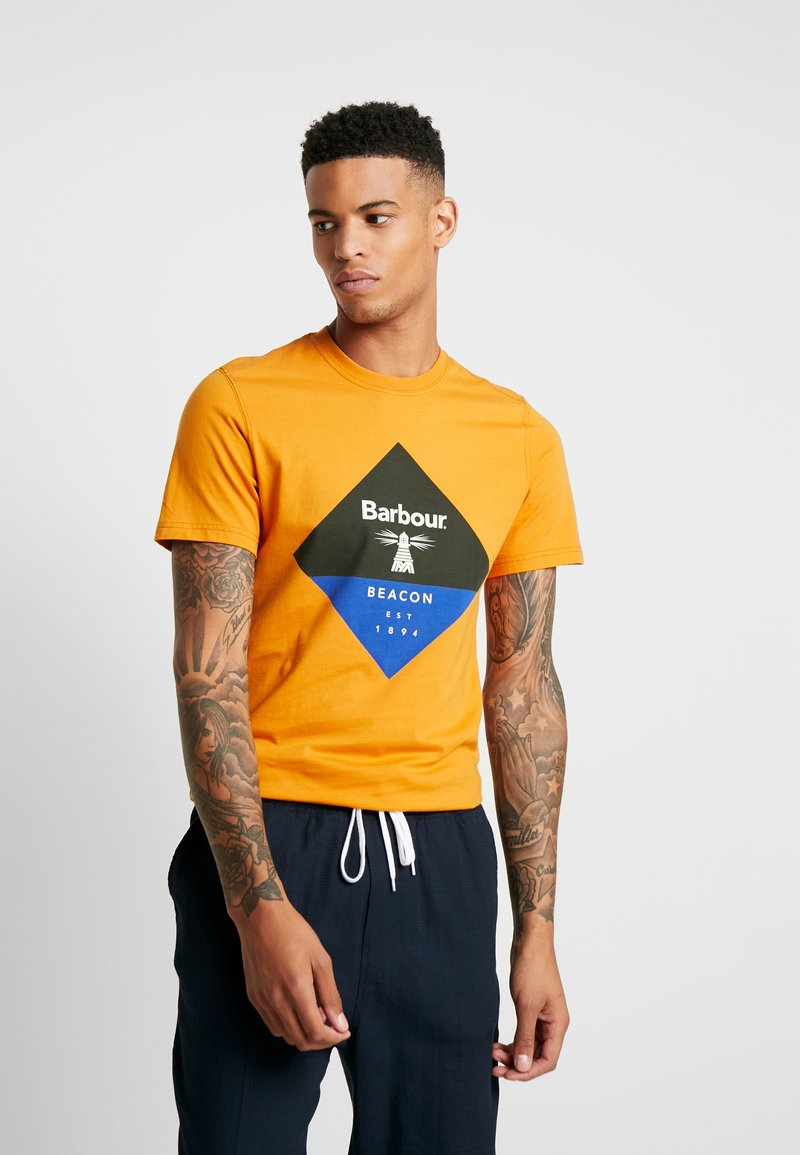 Barbour Beacon - DIAMOND TEE - T-shirt con stampa - golden oak