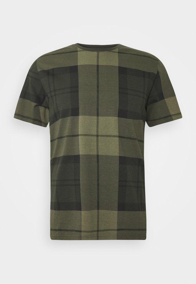 TARTAN TEE - T-shirt z nadrukiem - forest