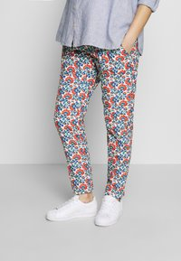Balloon - CARROT PANTS FLOWER PRINTS - Trousers - blue red - 0