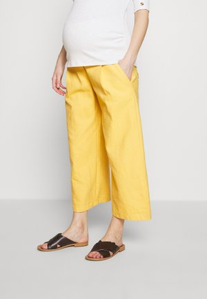 WIDE PANTS WITH FLUID POCKET - Pantalones - yellow