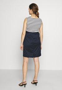 Balloon - STRAIGHT DRESS STRIPES - Denní šaty - navy-white - 2