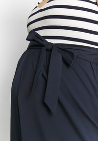 Balloon - STRAIGHT DRESS STRIPES - Denní šaty - navy-white - 4