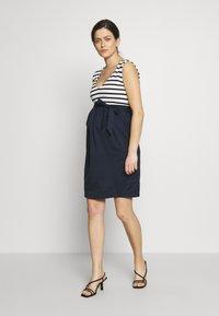 Balloon - STRAIGHT DRESS STRIPES - Denní šaty - navy-white - 1