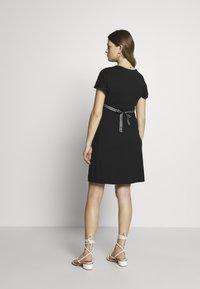 Balloon - NURSING WRAP DRESS - Žerzejové šaty - black - 2