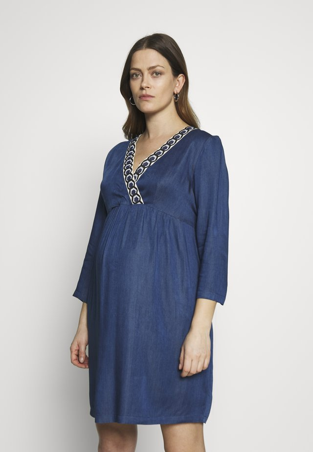 DRESS WITH WRAP NECKLINE - Žerzejové šaty - blue