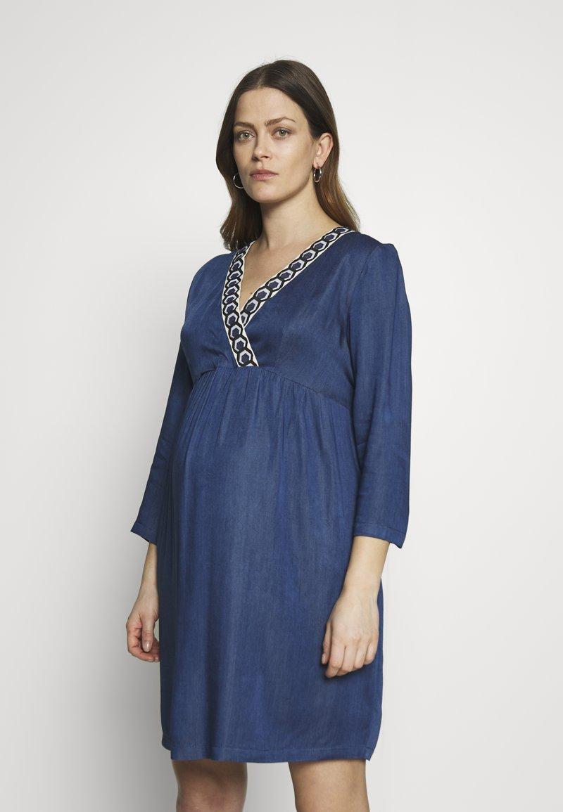 Balloon - DRESS WITH WRAP NECKLINE - Sukienka z dżerseju - blue