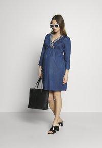 Balloon - DRESS WITH WRAP NECKLINE - Sukienka z dżerseju - blue - 1