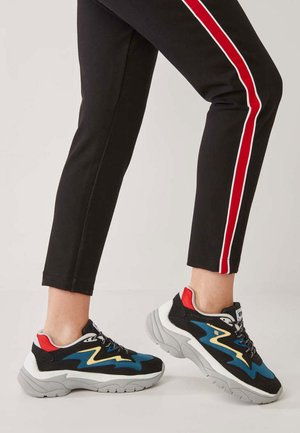 Sneakers - black/blue/red/yellow