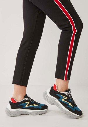 Sneaker low - black/blue/red/yellow