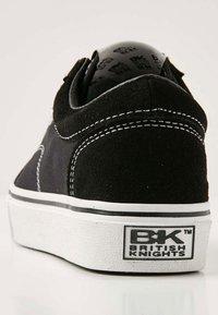 British Knights - Zapatillas - black/white - 4