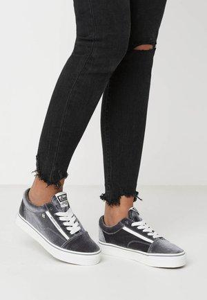 MACK - Zapatillas - grey/white