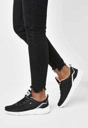 TITAN - Sneakersy niskie - black/peach