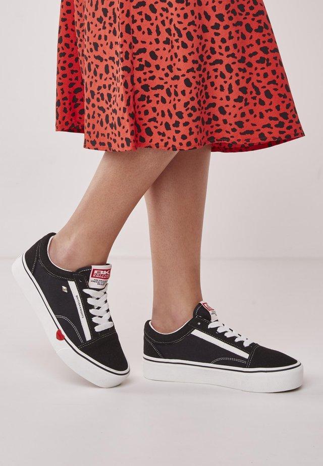 MACK PLATFORM - Sneakers - black/red