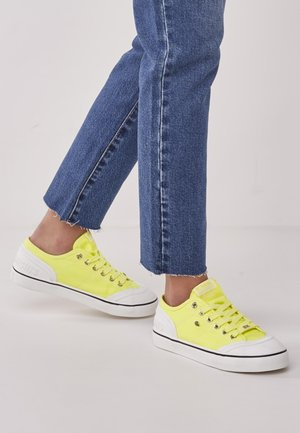 Trainers - neon yellow