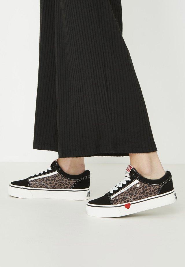 MACK  - Sneakersy niskie - black/leopard/red heart