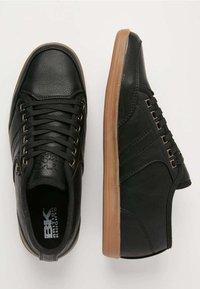 British Knights - SURTO - Sneakersy niskie - black - 1