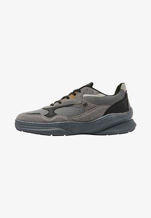 CHROME - Trainers - grey/black/olive