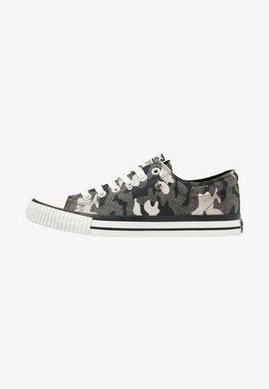 MASTER LO - Sneakers -  camo