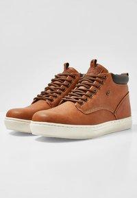 British Knights - WOOD - Sneakersy niskie - cognac/brown - 2