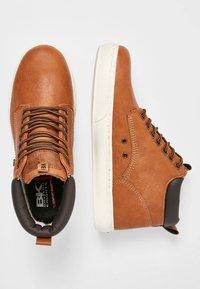 British Knights - WOOD - Sneakersy niskie - cognac/brown - 1