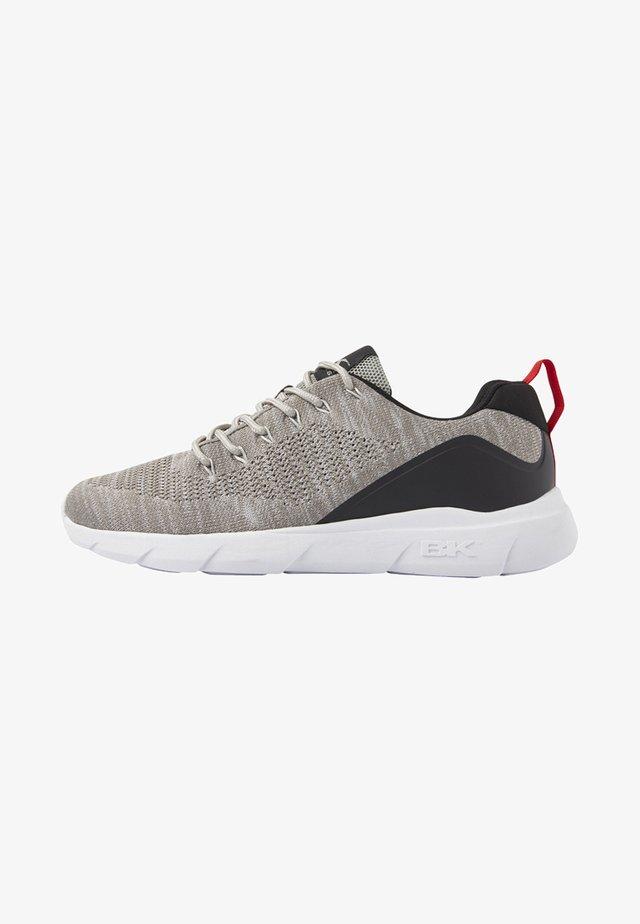 BRAVE - Trainers - light grey/black
