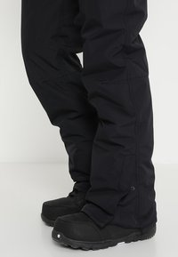 Brunotti - FOOTSTRAP MEN SNOWPANTS - Täckbyxor - black - 6