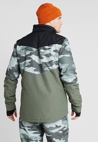 Brunotti - DAKOTO MENS SNOWJACKET - Snowboardjas - beetle green