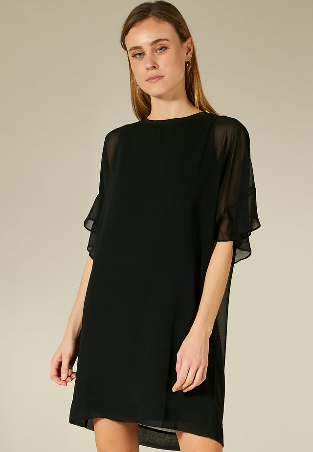 KLEID MIT VOLANTS - Korte jurk - black