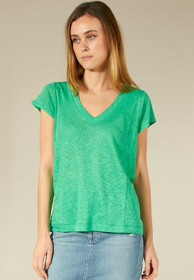 SHIRT MIT V-AUSSCHNITT - T-shirt basique - grass green