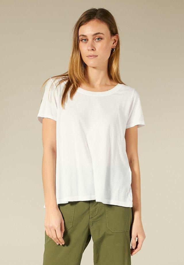 SHIRT MIT OFFENEN KANTEN - T-shirt basique - white