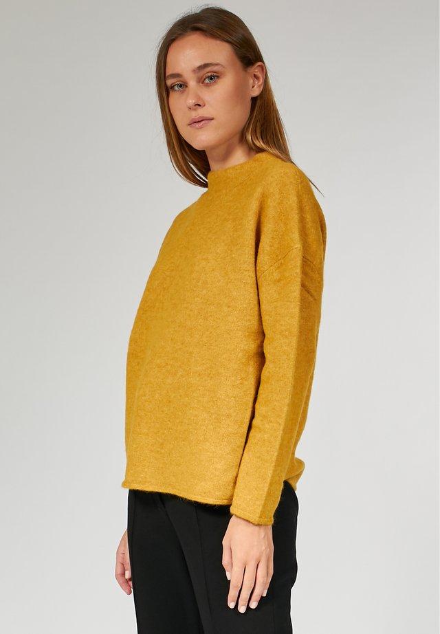 BOXY - Strickpullover - mustard