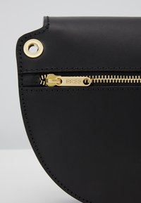 Bree - BEAUTY SHOULDER BAG - Torba na ramię - black - 2