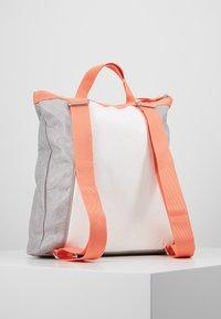 Bree - VARY BACKPACK - Plecak - grey/white/sunset - 2