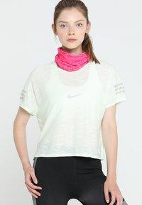 Buff - ORIGINAL - Scaldacollo - boronia pink - 4