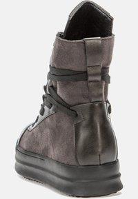 Betsy - Platform ankle boots - dark grey/black - 3
