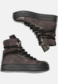 Betsy - Platform ankle boots - dark grey/black - 5