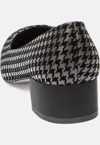 Betsy - Classic heels - black - 4