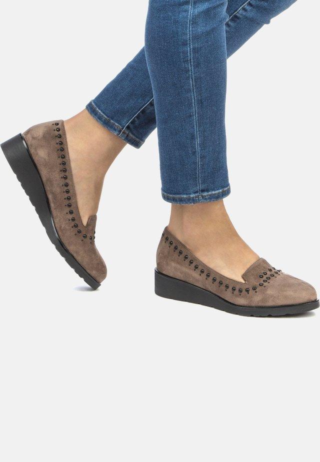 Loafers - dark beige
